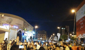 وقفة تضامنية لمحتجين في طرابلس مع محتجي بيروت