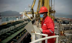 طهران مستعدة لمواصلة شحناتها النفطية إلى فنزويلا