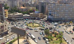 قطع الطريق عند مستديرة النور في طرابلس