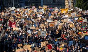 تظاهرات في مدن أوروبية وأسترالية دعمًا للسود