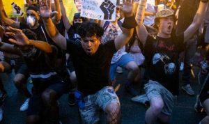 """""""مظاهرات فلويد"""" تتحدى الحظر وعائلته تطالب بالعدالة"""