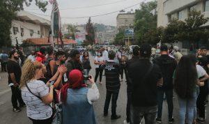وقفة احتجاجية أمام خيمة حراك النبطية وقطع الطريق
