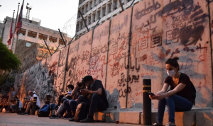 حركة الدولار أنشط من الاحتجاجات الخجولة في الشارع