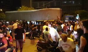 محتجون يوقفون شاحنات أغذية في طرابلس