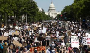 3 قتلى على الأقل باحتجاجات الولايات المتحدة الاثنين