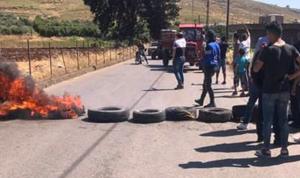 قطع طريق عام وادي خالد احتجاجًا على الأوضاع المعيشية