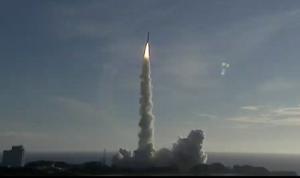 """رحلة تاريخية… انطلاق """"مسبار الأمل"""" الإماراتي إلى المريخ (فيديو وصور)"""