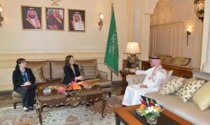 """واشنطن تحكم """"الطوق الخليجي"""" على لبنان"""