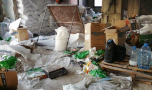 إقفال مستودع لمواد التنظيف في صور بالشمع الأحمر (صور)