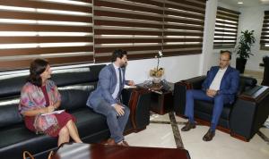 """لقاء بين حسن والرئيس الجديد لـ""""أطباء بلا حدود"""".. وهذا ما دار بينهما"""