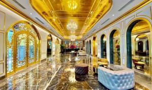 بالصور: أول فندق مطلي بالذهب في فيتنام