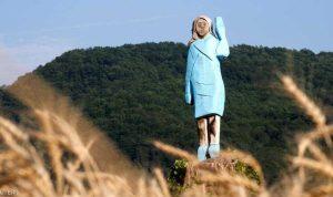 مجهولون يحرقون تمثال ميلانيا ترامب