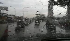 بالفيديو: أمطار في تموز!