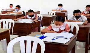 ما الحل لافتتاح المدارس؟