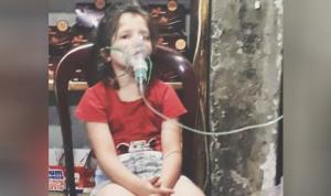 """في طرابلس… طفلة تلجأ لـ""""موتور"""" الدكان كي تتنفّس!"""