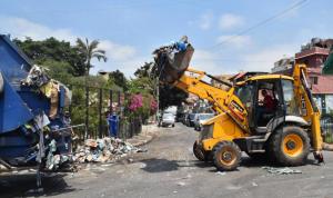 """شوارع بيروت وضواحيها… """"زبالة"""" مكدّسة وروائح كريهة"""