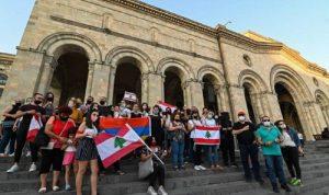 إضاءة الشموع في ارمينيا عن ارواح ضحايا بيروت