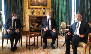 رئيس وزراء فرنسا زار سفارة لبنان في باريس معزيًا