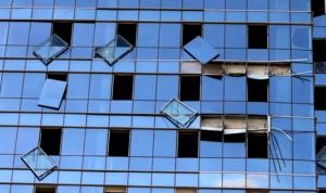 مرحلة الترميم تنطلق: الزجاج متوفر… وقلق من رفع الأسعار