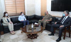 قائد الجيش عرض وهيل الأوضاع بعد انفجار المرفأ