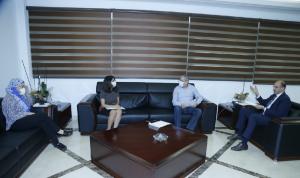 """حسن عرض وأيوب الاتفاق مع """"اللبنانية"""" بشأن فحوصات الوافدين"""