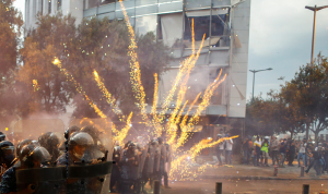 """""""هيومن رايتس"""" تتّهم القوى الأمنية: """"ذخيرة قاتلة"""" ضدّ المتظاهرين!"""
