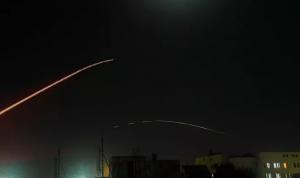 """غارات إسرائيلية تستهدف مواقع لـ""""الحزب"""" والنظام السوري في دمشق"""