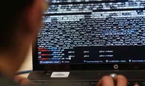 """خبايا ذباب """"الحزب""""… تفاصيل جيش إلكتروني وحسابات وهمية"""