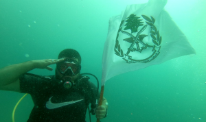 في صيدا.. تحية للجيش من تحت الماء