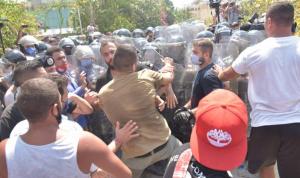 """حكومات لبنان تسقط بـ""""الخلافات"""" و""""الشارع"""""""