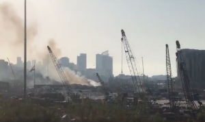 حريق في مرفأ بيروت… والدفاع المدني يوضح سببه (فيديو)