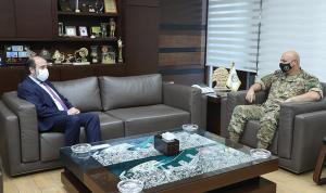 الأوضاع العامة بين قائد الجيش وعقيص