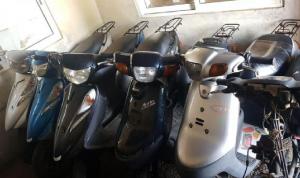توقيف عصابة سرقت 25 دراجة آلية من مستودع في طرابلس