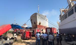 حريق خارج حرم مرفأ طرابلس والسبب… تلحيم!