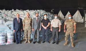 340 طنًا من القمح ومساعدات طبية تصل بيروت