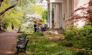 إصابة أكثر من ألف طالب بكورونا في جامعة أميركية