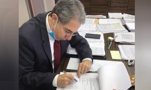 وزني يوقّع مشروع مرسوم بترفيع 104 مراقبين في إدارة الجمارك