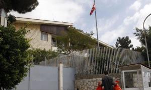 تظاهرة أمام السفارة التركية.. وإحراق صورة أردوغان (فيديو)