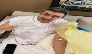 بالصورة- عبد الله بن زايد يعلن تلقيه لقاح كورونا