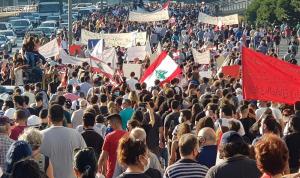 """لبنان يحيي ذكرى 17 تشرين.. و""""شعلة الثورة"""" تخليدًا لشهداء المرفأ"""