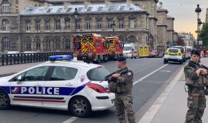 في فرنسا.. مقتل امرأة برصاص الشرطة بعد طعنها رجل أمن