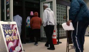 ناخبون يحلقون رؤوسهم كي يصوتوا مرتين في الانتخابات الأميركية!