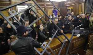 بالفيديو: غضب في أرمينيا بعد إعلان السلام