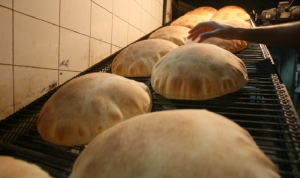 نقابة عمال المخابز: للعودة عن قرار إنقاص وزن ربطة الخبز