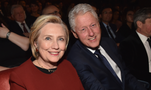 بيل وهيلاري كلينتون يصوّتان لبايدن وهاريس