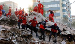 تركيا… ارتفاع عدد قتلى الزلزال إلى أكثر من 100