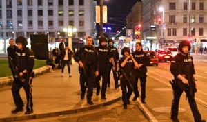 18 مداهمة واعتقال 14 شخصًا على صلة بهجوم فيينا