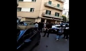 """بالفيديو- اشكال بين شباب """"القوات"""" و""""الحزب"""" في اليسوعية"""