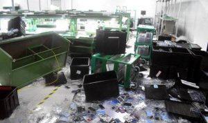 بعد تأخر الرواتب.. عمال في الهند ينهبون مصنع آيفون