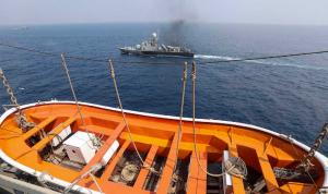 غرق سفينة إنزال إيرانية في مياه الخليج وفقدان طاقمها